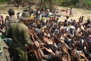 sri-lanka-army-with-civilians