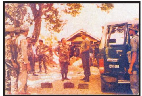 Late Gen DLK with self at Kallady BCO 1990 - pic 2