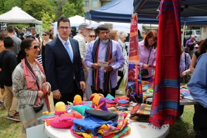 chief-guest-and-pakistan-high-commissioner-at-handlooms-stall