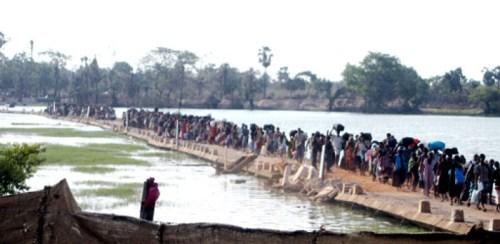 IDPs at Vadduvakkal-whit flag