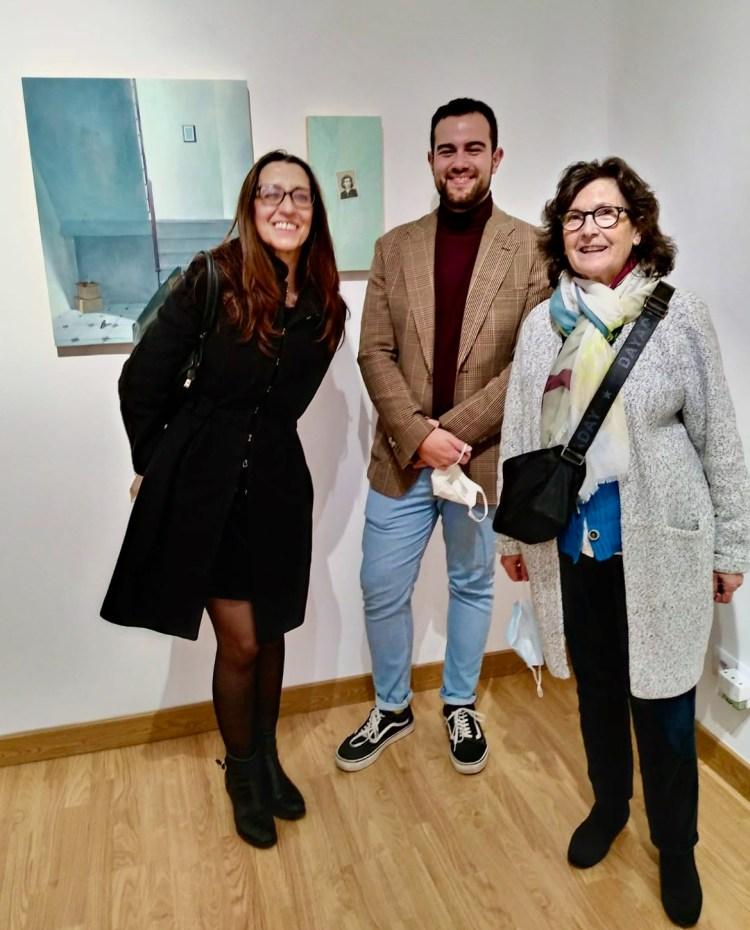 Carlos Bellón acompañado de nuestras compañeras Mª Antonia Moreno y Victoria Peña durante la inauguración de la muestra en Visión Ultravioleta en Madrid.