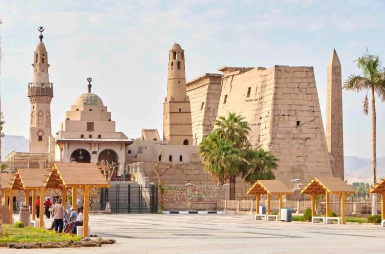 Luxor_West_Bank_TutmosisIII