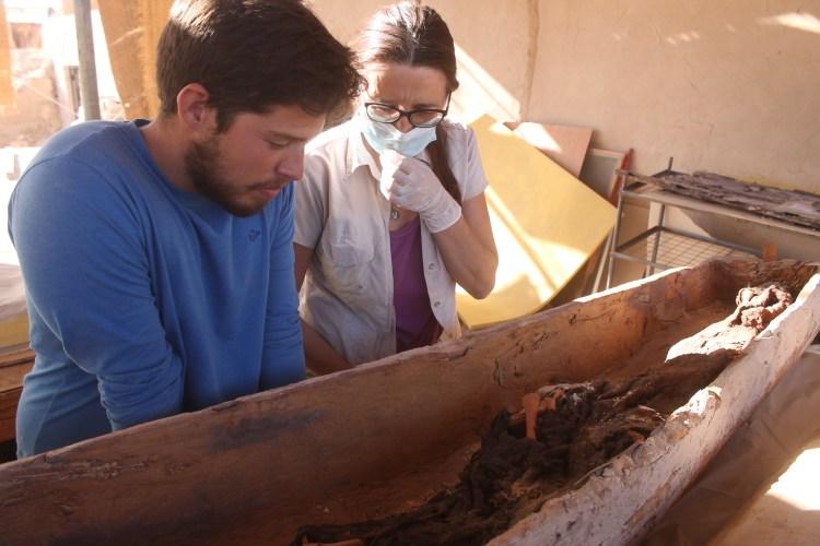 Victoria Peña y Juan Antonio Hernández_sarcofago_TutmosisIII