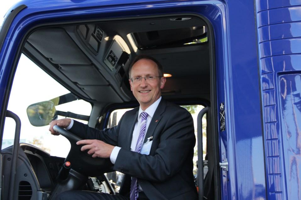 Kalus-Dieter Gröhler, MdB, aus Charlottenburg-Wilmersdorf testete ebenfalls den Fahrersitz