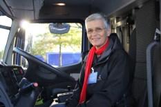 """Dr. Ute Finckh-Krämer, MdB, testet das neue Fahrzeug """"ihres"""" Ortsverbandes"""