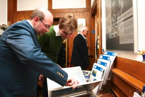Vielfältiges Material liegt für weiterführende Informationen bereit. Foto: THW/Jan Holste
