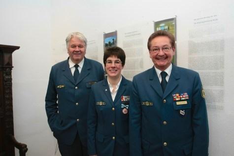 THW-Präsident Albrecht Broemme, Ortsbeauftragte Hedwig Karkut und Landesbeauftragter Metzger (v.l.n.r.). Foto: THW/Jan Holste