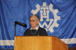 Bundestagsabgeordnete Dr. Ute Finckh-Krämer spricht über die Bedeutung des THW für die humanitäre Hilfe.