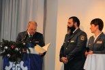 Für 25 Jahre im THW erhält Jan Holste das Feuerwehr- und Katastrophenschutz-Ehrenzeichen in Gold am Bande. Bild:THW/Paul Jerchel