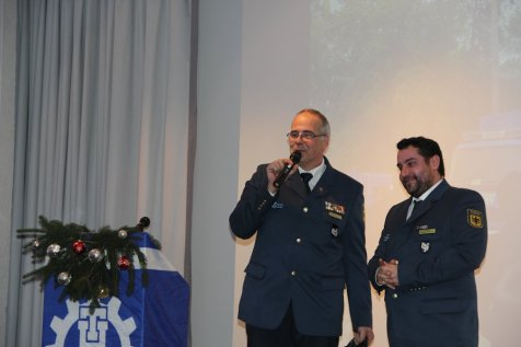 Michael Mathews und Robert Koch danken der Feuerwehr Blankenfelde für die Zusammenarbeit. Bild:THW/Paul Jerchel