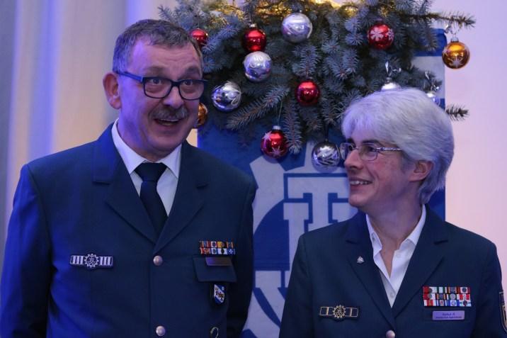 Haben vor der Veranstaltung ihren Spaß: Ortsbeauftragte Hedwig Karkut und ihr Stellvertreter Michael Boedde