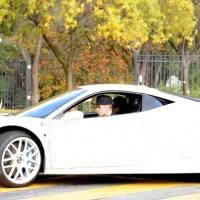 Fotos: Selena Gomez e Justin Bieber são fotografados juntos em passeio de carro
