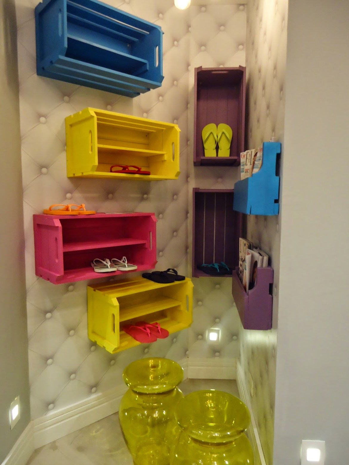 nichos coloridos caixote quarto