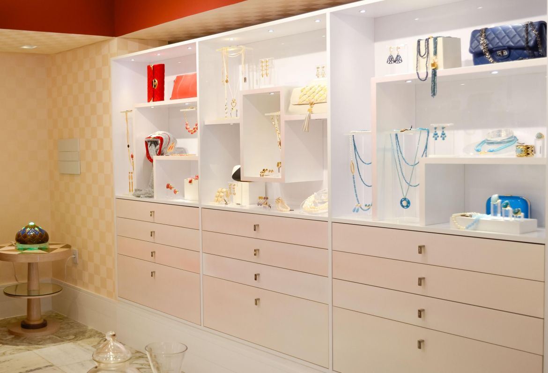 closet casa cor com expositor para jóias