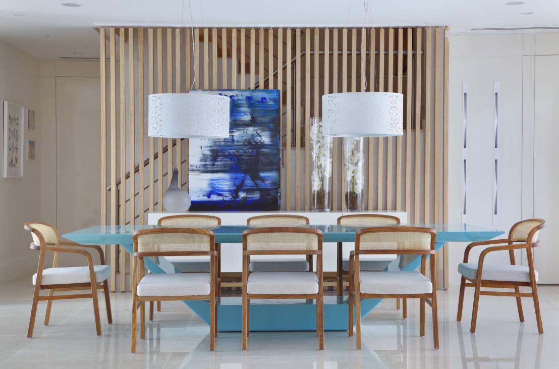 Mesa azul linda e sofisticada