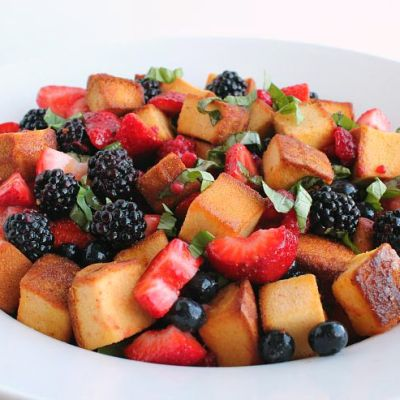 Summer Berry Panzanella Salad