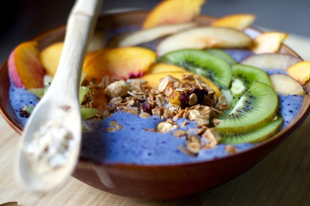 blueberry smoothie bowl with vanilla apricot granola