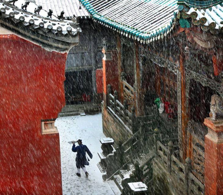 Temple taoiste sous la pluie