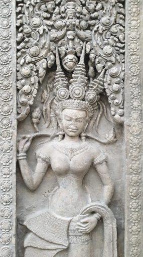 Porte ouest de la tour centrale des entrées occidentales du temple d'Angkor Vat, photographie de Dominique Clergue au musée Guimet