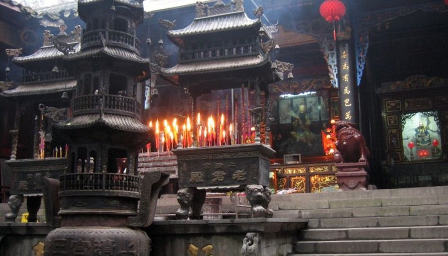 Autel principal devant le temple de Shangqing sur Qingchengshan, à Chengdu, Sichuan