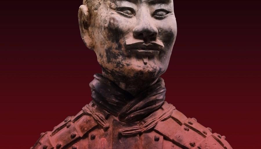 Archer agenouillé, détail, dynastie Qin, faïence