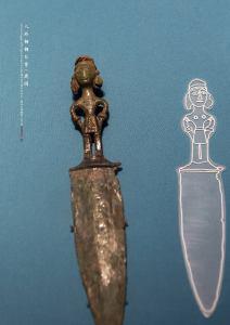 Dague en bronze avec poignée en forme de figure, période des Royaumes combattants