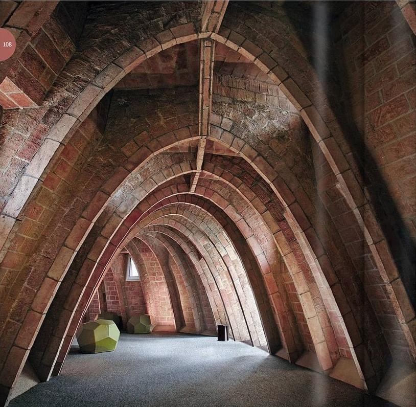 Grenier de la Casa Milà, Antoni Gaudí