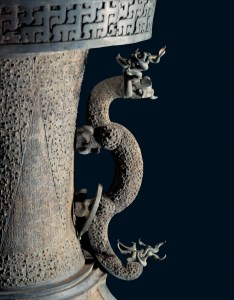 Pots à vin en bronze sur un Jin, détail, tombe du marquis Yi de Zeng, Zhou orientaux, Royaumes combattants