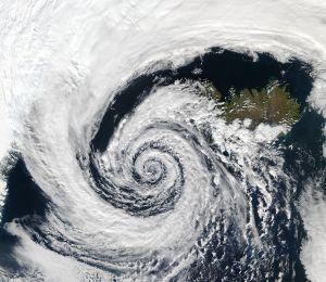 Un système dépressionnaire tourbillonne au large de la côte sud-ouest de l'Islande