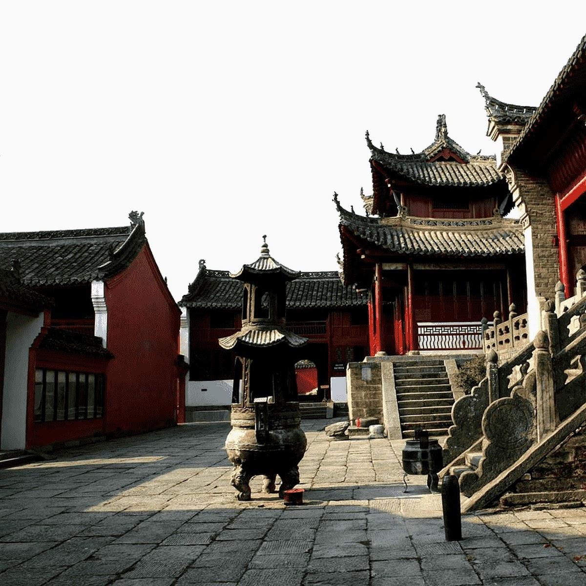 Le palais Zixiao ou temple du nuage violet, debout sur le pic Zhanqi