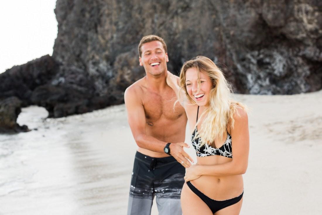 Shooting couple sur une plage de l'ile de la Réunion