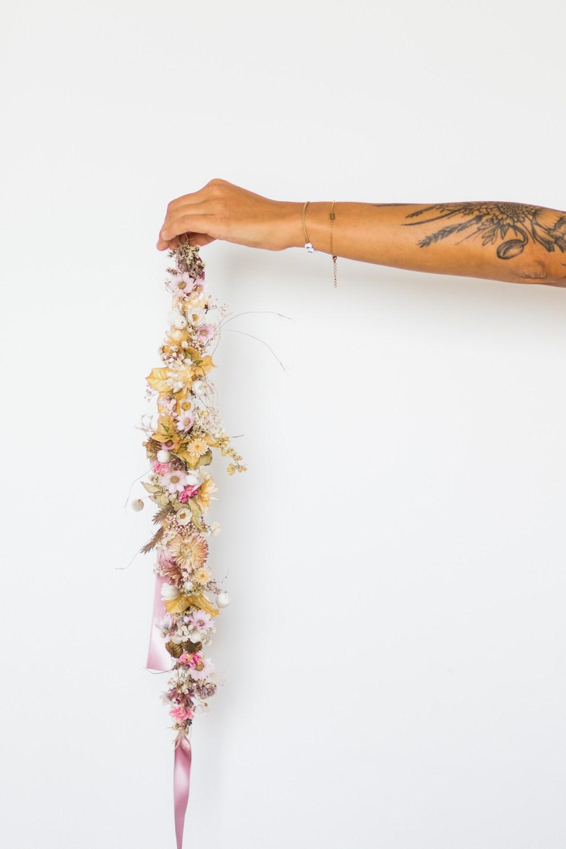 Couronne de fleurs séchées par Emilie Jolie