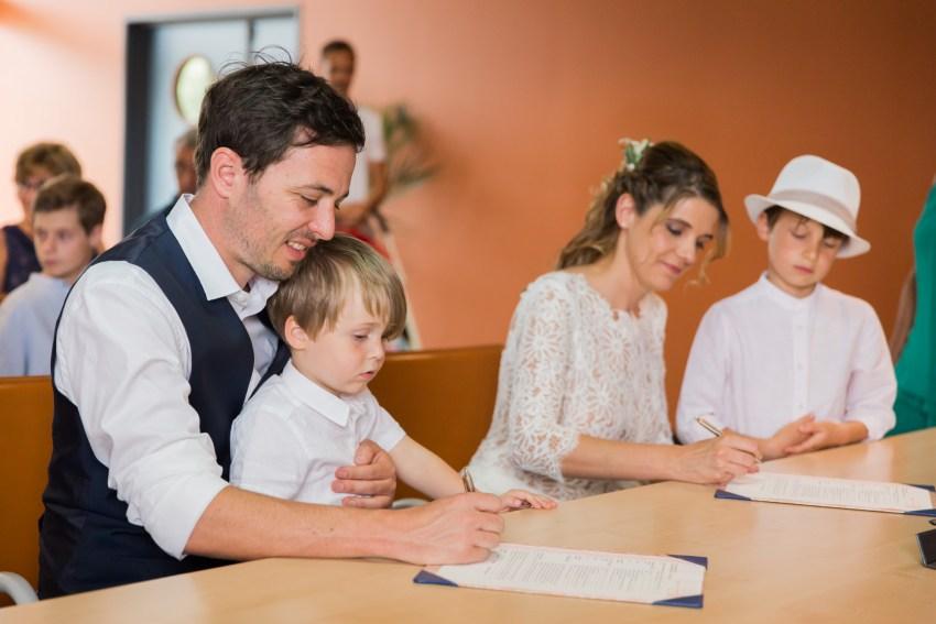 Signature lors d'un mariage à la mairie de la saline les hauts