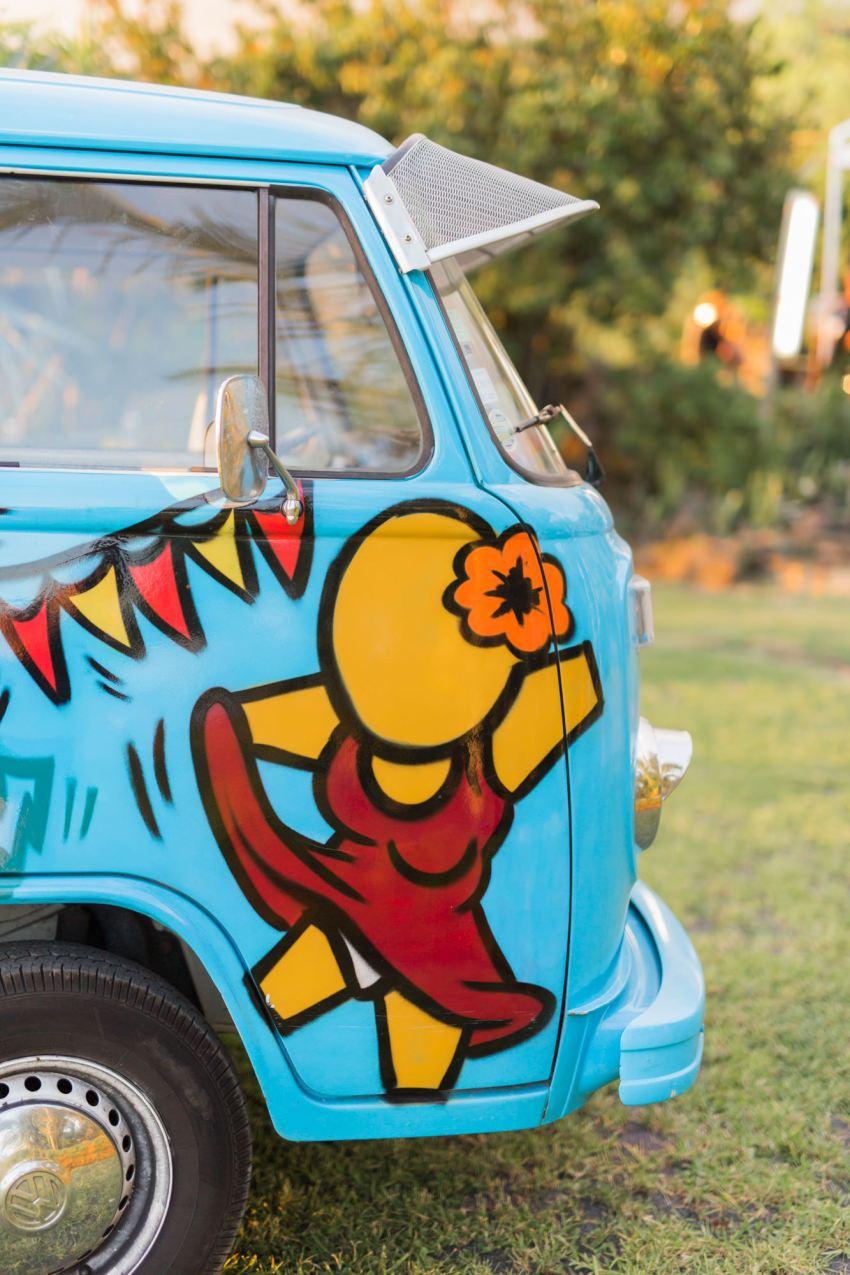 Un camion musical customisé par l'artiste grapheur JACE
