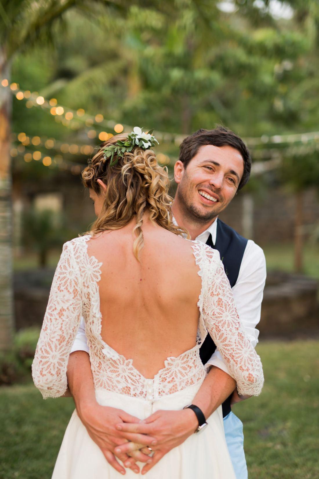 Photo de couple lors d'un mariage au jardin d'Ama à la Réunion