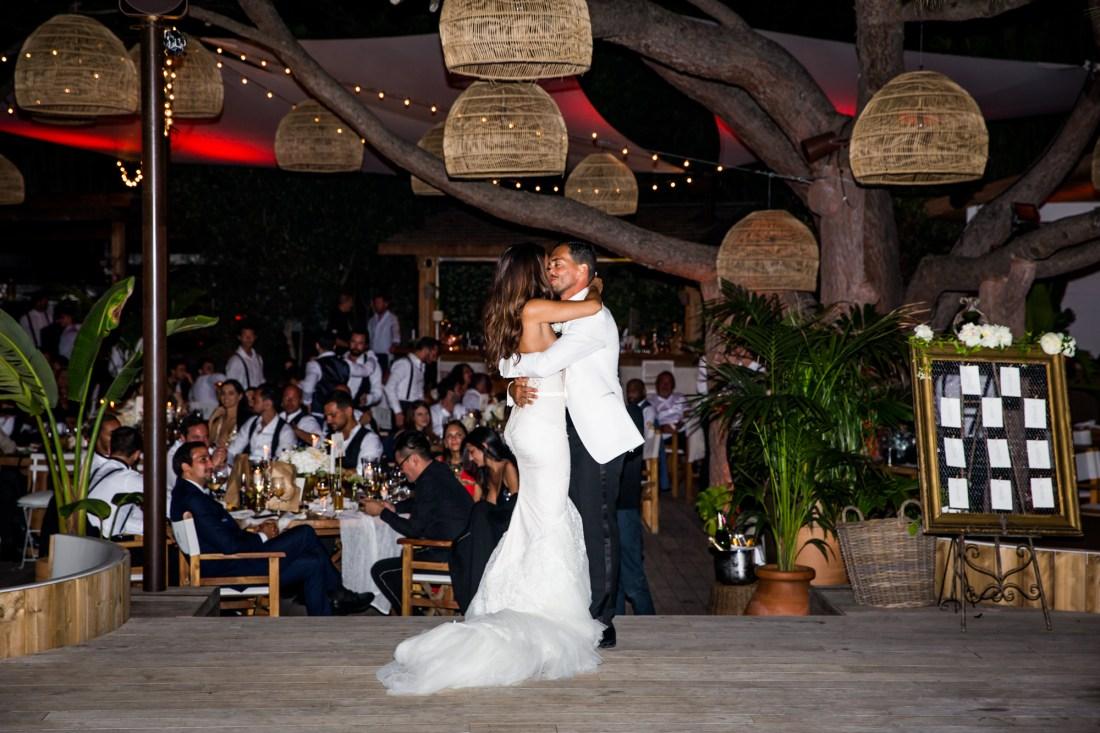 première danse lors d'un mariage au nikki beach de ramatuelle