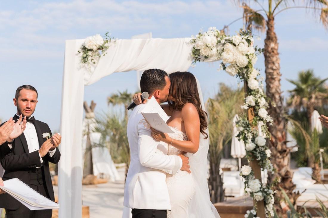 émotion lors d'une cérémonie laique de mariage