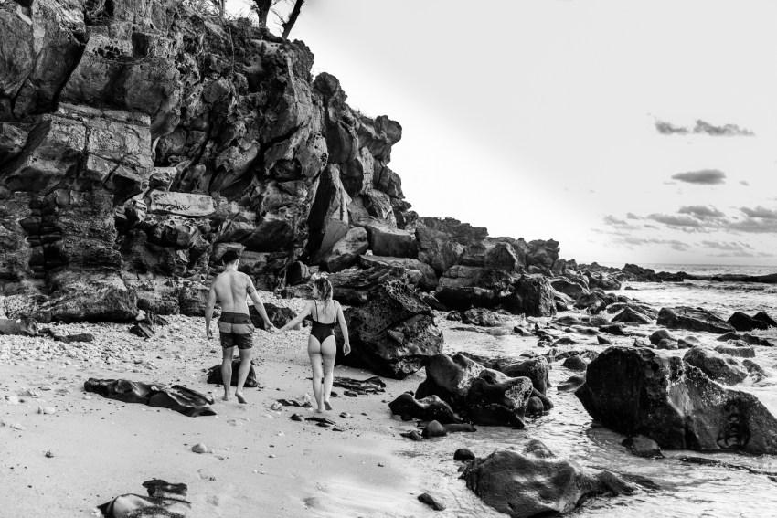 une séance photo de couple sur la plage à la réunion