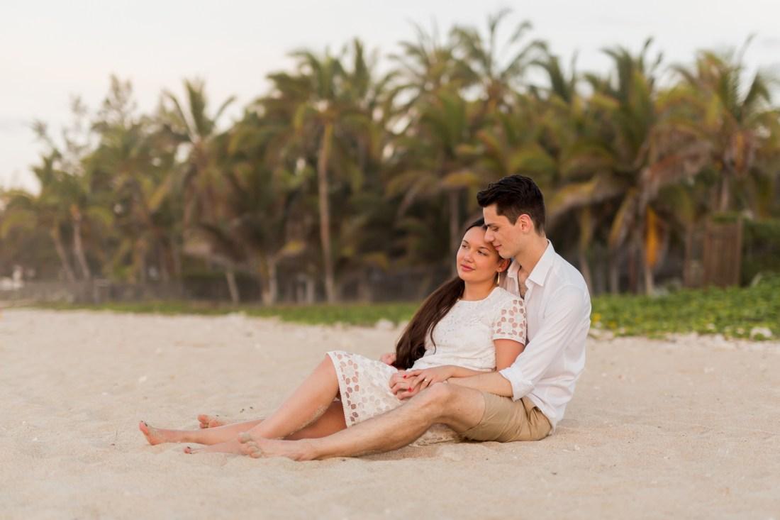 un couple sur la plage de la réunion