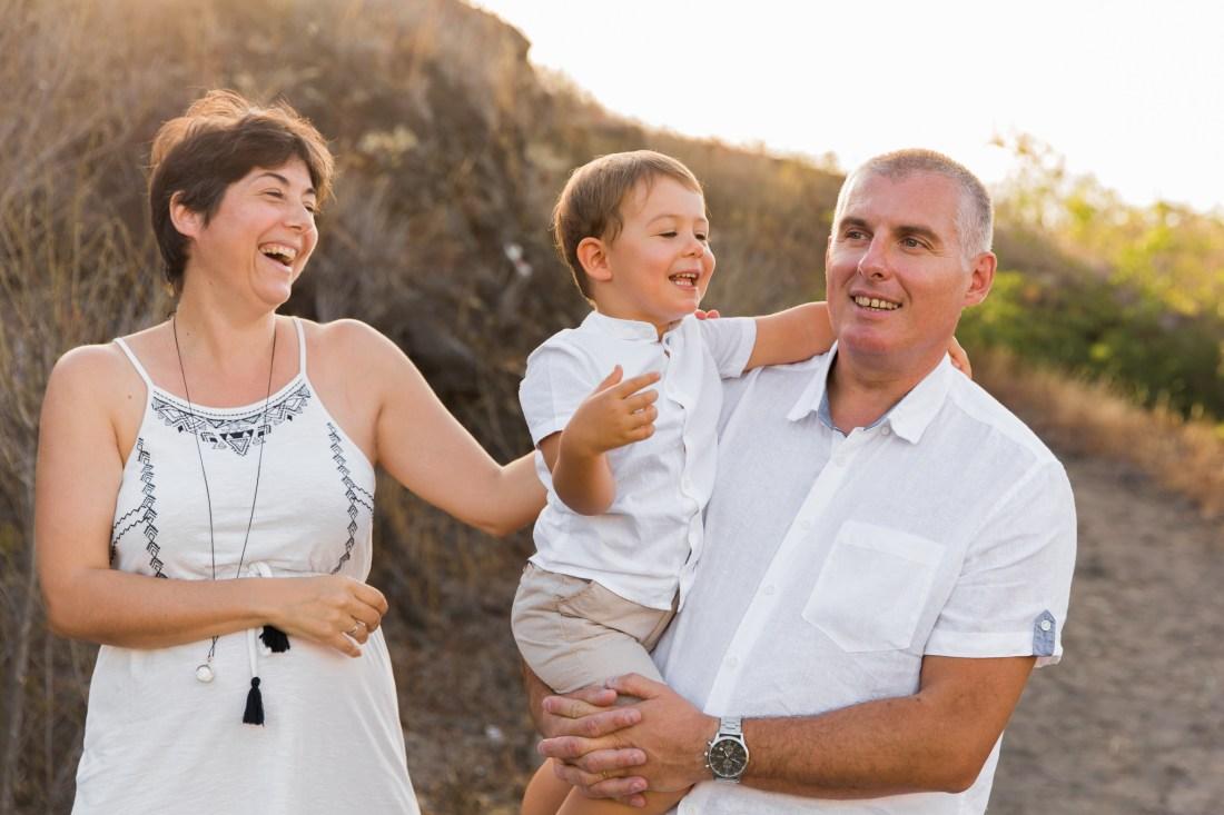 Un enfant qui s'amuse lors d'une séance famille à la Réunion