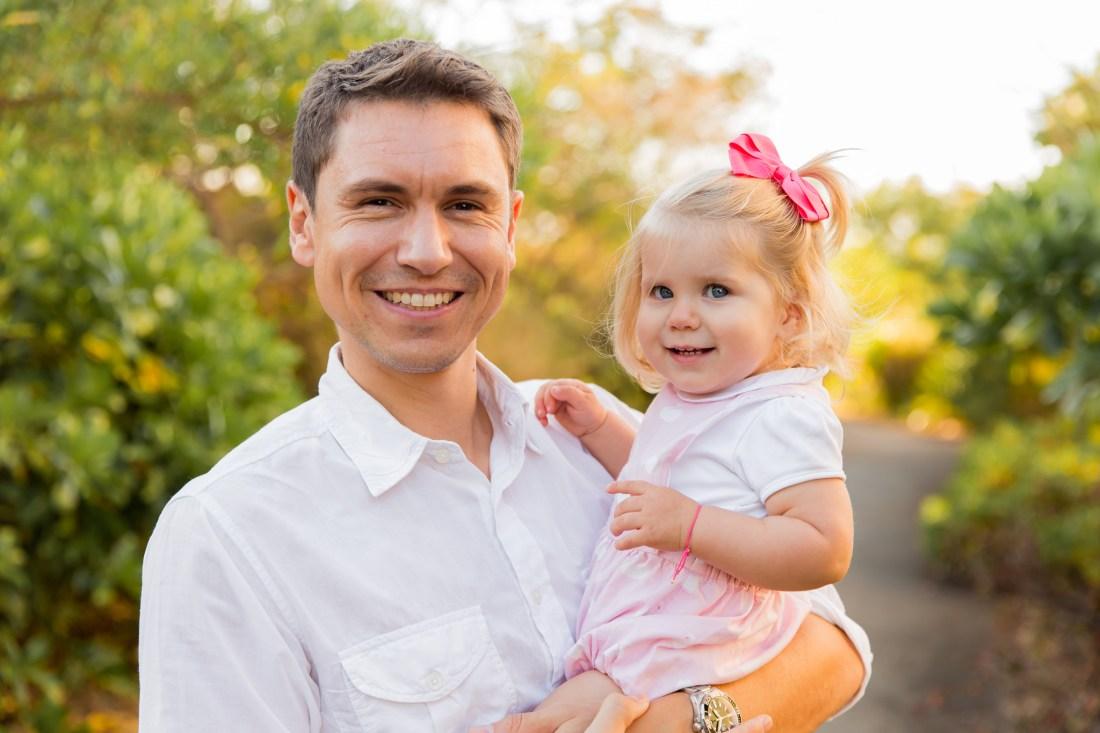 Un papa et sa fille lors d'une séance par une photographe de famille à la Réunion
