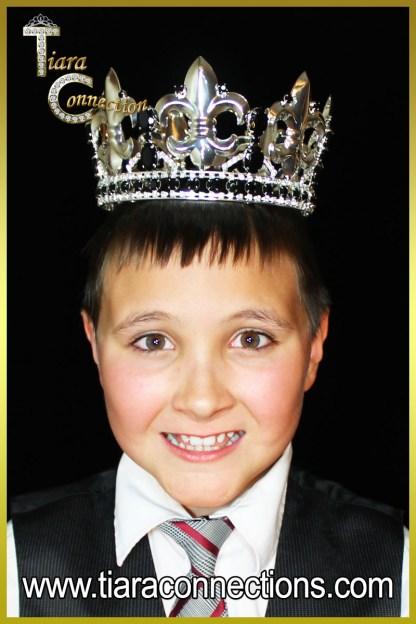 king crown on model