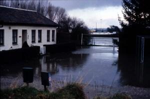 Boschpoort Hoog water gebouw bij sluis 1984