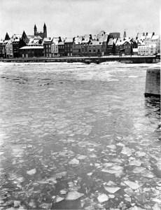 Maas met ijsvorming winter eind jaren 60