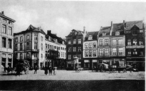 Markt op achtergr. Grote Gracht ±1920