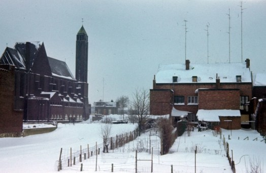 Past.Moormanstr 1965 winter kerk v.a. Nimrodstr
