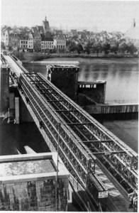 St. Servaasbrug 2 hersteld 1945