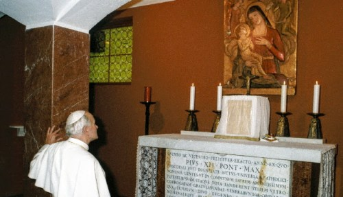 Papa JPII al Tiber2 (1)
