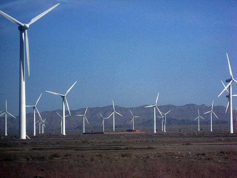 Le parc éolien le plus élevé du monde (dans la Préfecture de Nagchu à 4700 m d'altitude) mis en service fin 2013