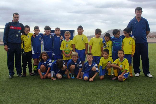 Unos 200 niños disfrutaron del fútbol en la concentración prebenjamín de Antigua
